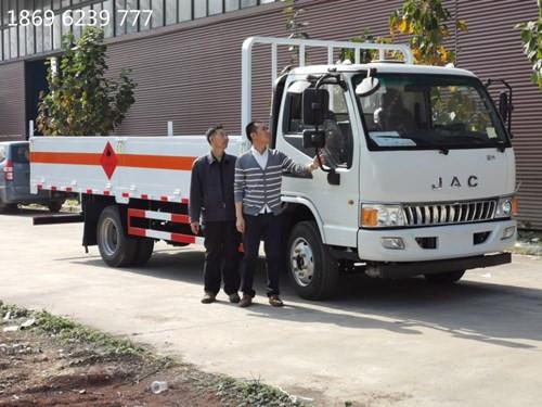 江淮5.165吨5.05米平板高栏气瓶运输车
