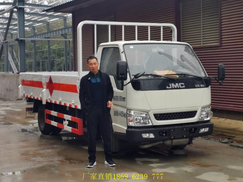 请看:国六江铃栏板气瓶运输车,东风多利卡栏板气瓶车整装待发中
