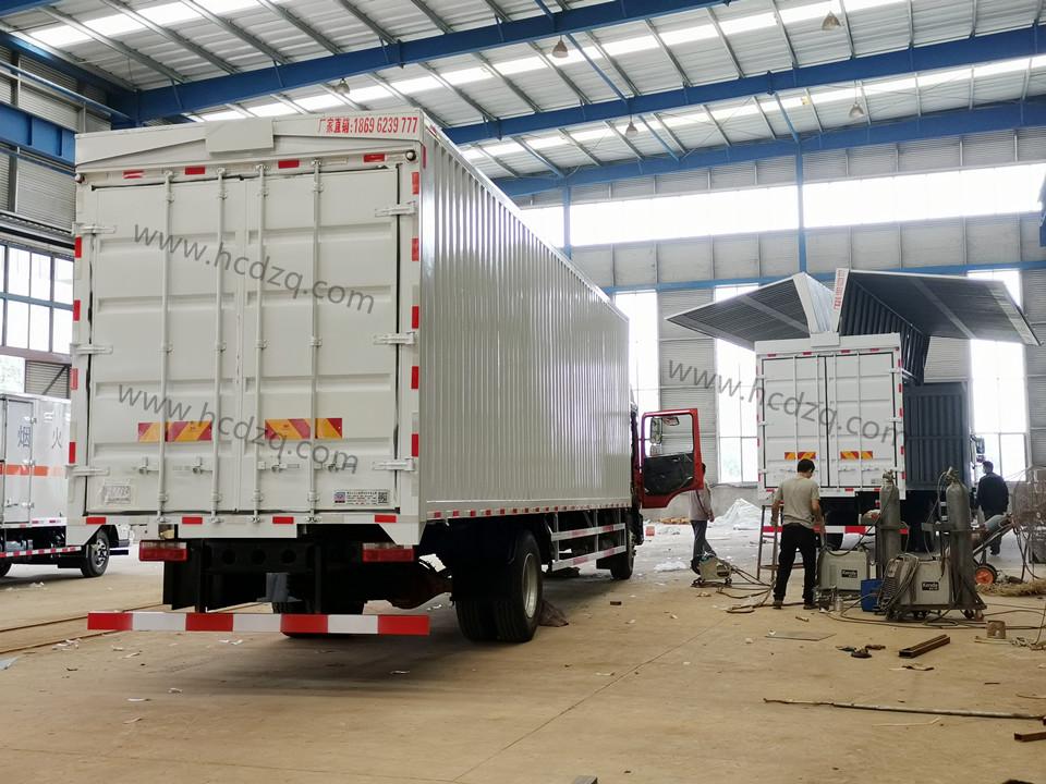 东风多利卡D9/D12国六翼开启厢式货车