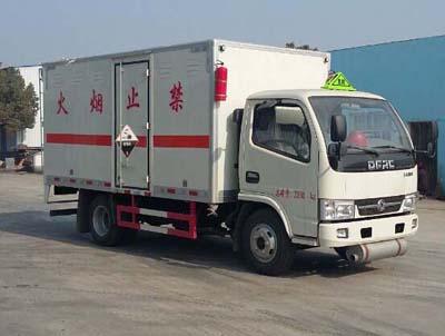东风多利卡3.365吨腐蚀性物品厢式运输车