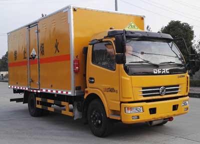东风多利卡6.7吨5.15米腐蚀性物品厢式运输车