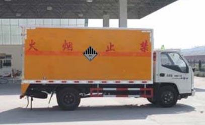 江铃2.65吨4.2米杂项危险物品厢式运输车