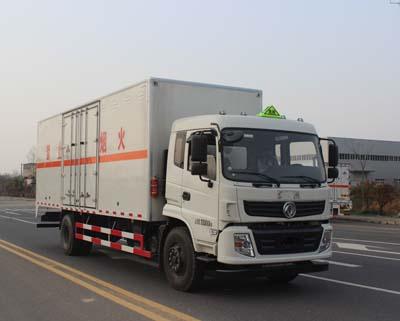 东风9.355吨7.6米杂项危险物品厢式运输车