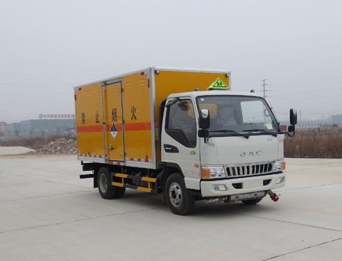 江淮3.515吨4米2杂项危险物品厢式运输车