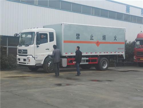 东风天锦10吨6.1米民爆物品运输车