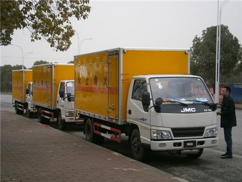 江铃1.415吨4.2米国五炸药运输车