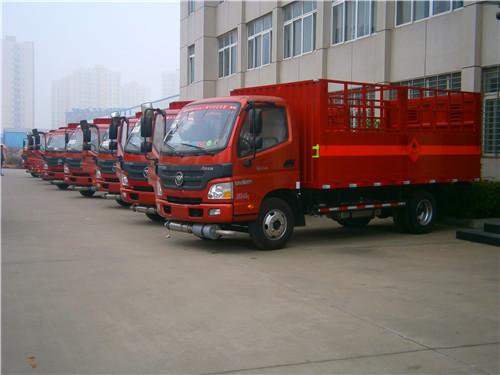 福田欧马可4.03吨5.1米高栏平板危险品气瓶运输车