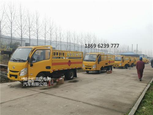 新客户陈总定购的批量20台跃进小福星国六栏板气瓶车分批出库