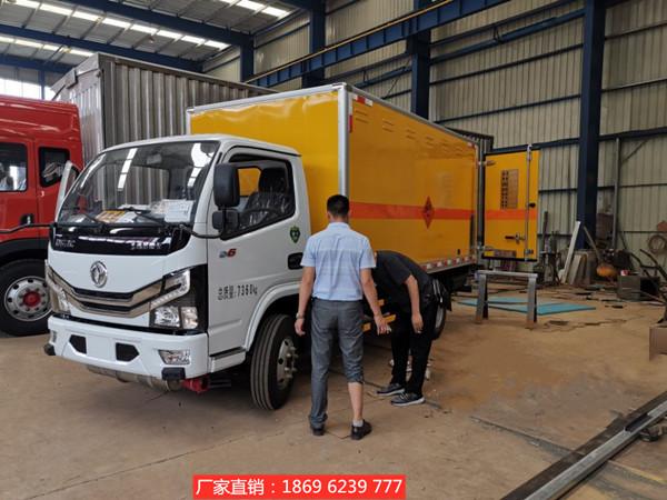 好消息,新客户万总来厂自提国六4吨东风多利卡爆破器材运输车