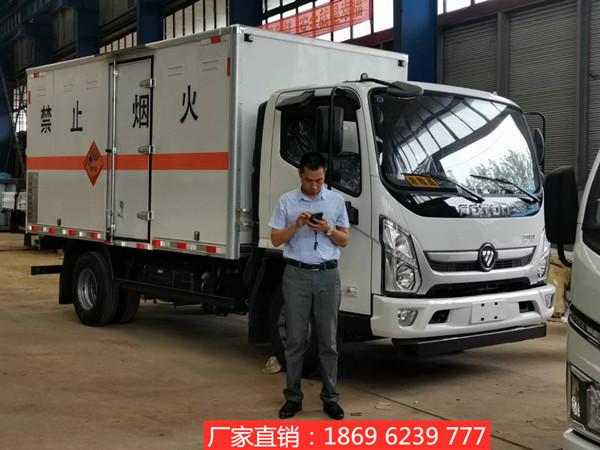 新闻:新款4.535吨福田奥铃爆破器材运输车接连发车