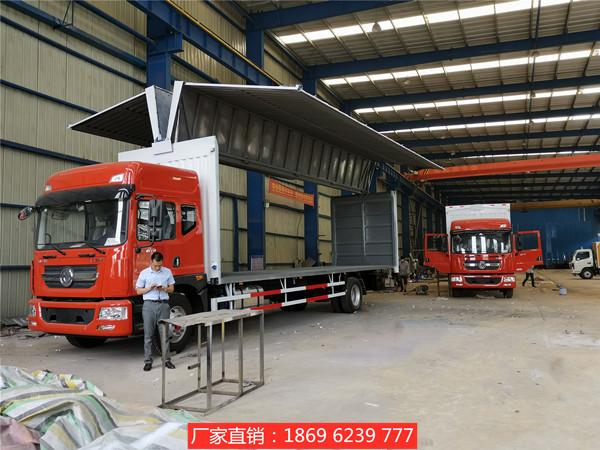 新闻:老客户刘总定购的东风多利卡9.75米飞翼车出库2台