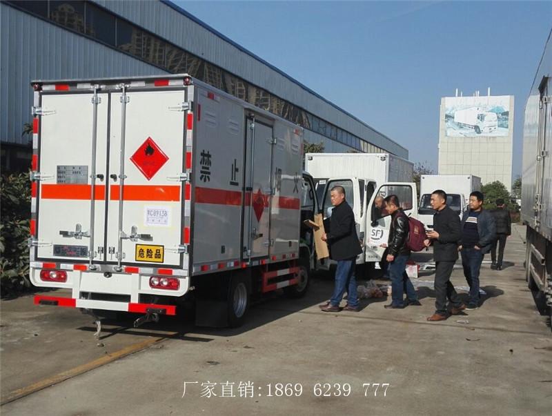 连续发车,吉林徐总提走2台跃进小型易燃气体厢式运输车