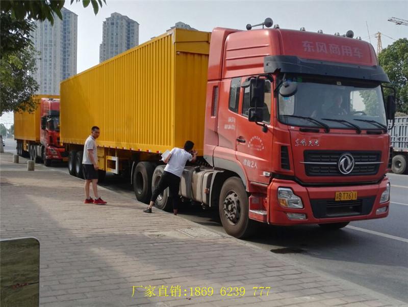 新客户廖总安排司机来厂自提13米三桥翼开启厢式半挂车2台