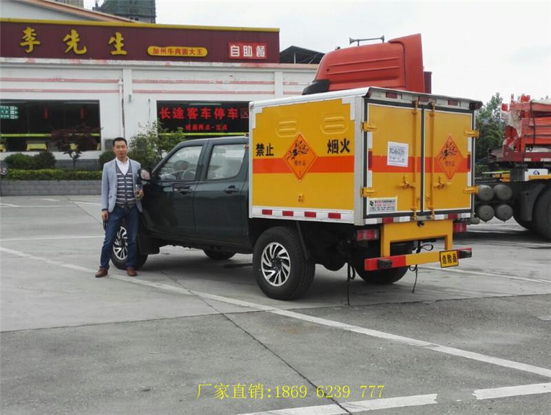 内蒙古樊总抓住机会抢走最后1台双排座东风日产皮卡爆破车