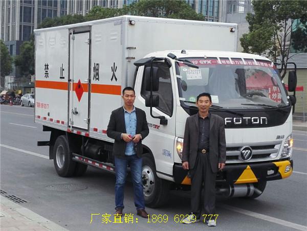 老客户唐总又从湖北虹昌达定购福田奥铃易燃气体厢式运输车1台---供方代送车