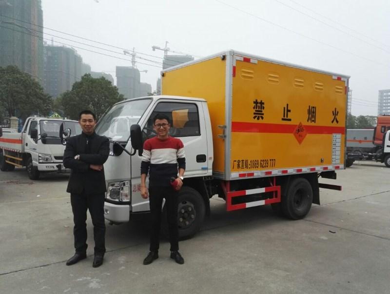 哇噻!四川某水电公司陈总购买的江铃小型雷管车上好牌办好证啦!