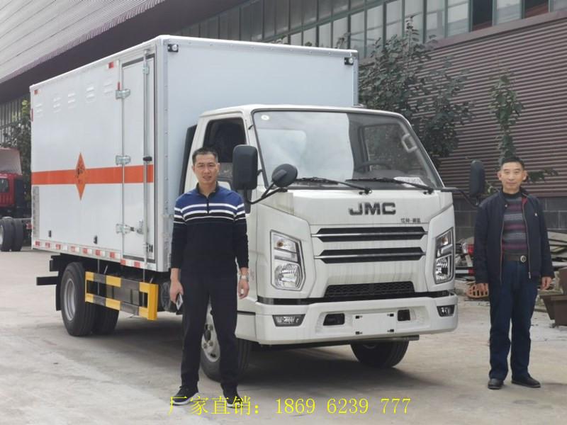 好消息不断:江铃国六爆破器材运输车前面送走2台,接着再送1台