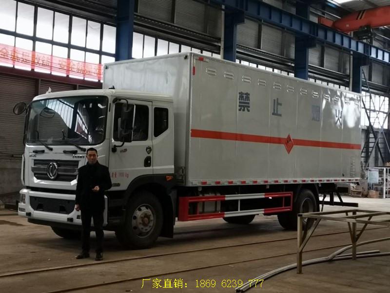 东风多利卡D9国六10吨7.6米爆炸品运输车