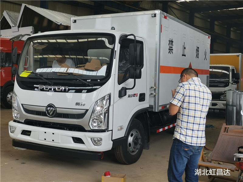福田奥铃6.85吨5.15米国六易燃气体厢式运输车