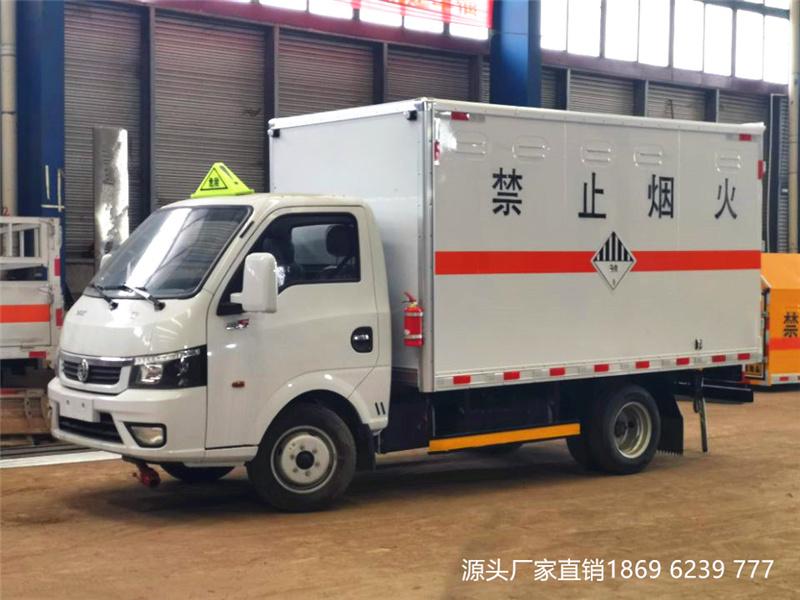 东风途逸小型国六杂项危险物品厢式运输车