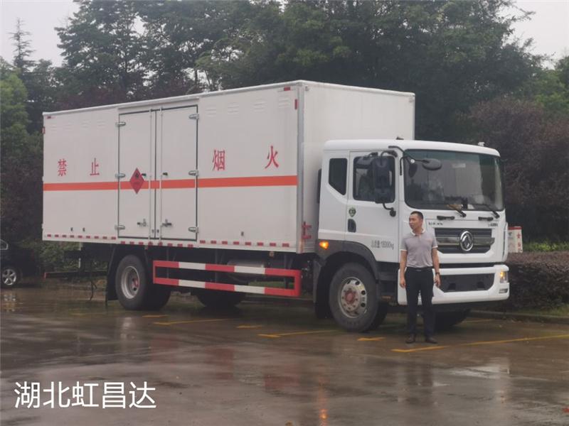 二次购买:老客户再购东风D9国六10吨易燃液体厢式运输车1台