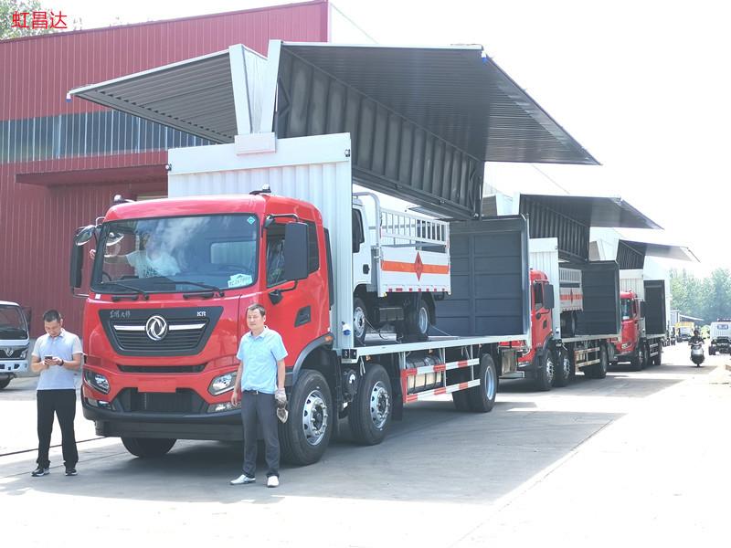 快看!新客户定购的东风天锦小三轴国六9.6米飞翼车先出3台