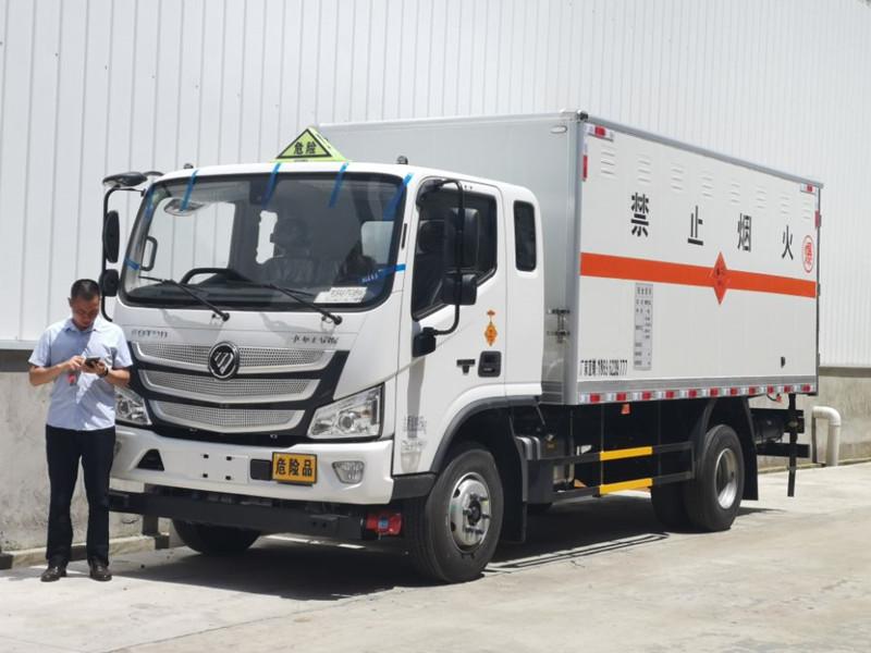 福田欧马可排半4.8米5吨国六火工品运输车