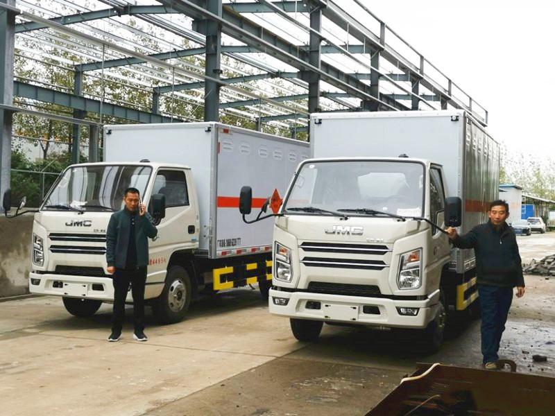 江铃2.55吨4.08米国六民爆器材运输车