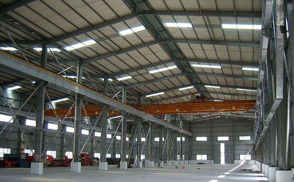 钢结构厂房搭建还要根据腐蚀介质挑选适宜的防腐漆