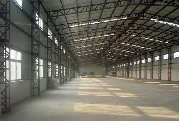 襄阳多层钢结构厂房雨天施工应搭设临时防护棚