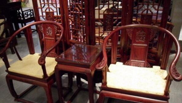 北京红木家具回收公司分享红木家具的日常保养方法