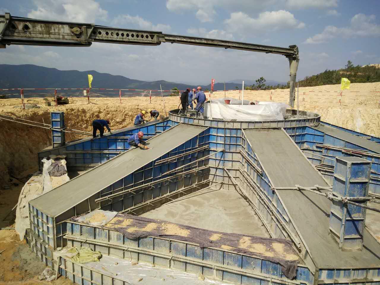 鋼模板施工