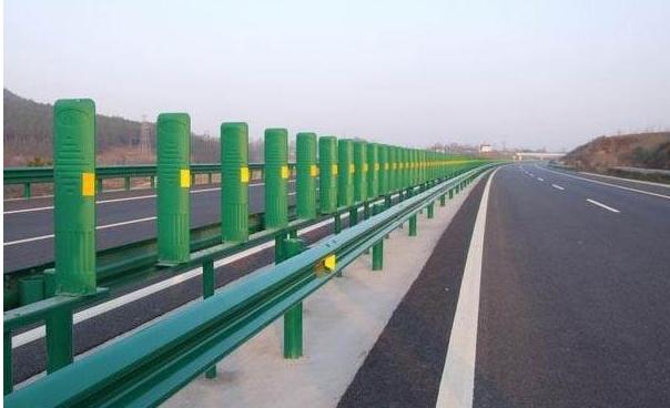 襄阳道路护栏厂家浅析高速公路道路护栏防护建设标准