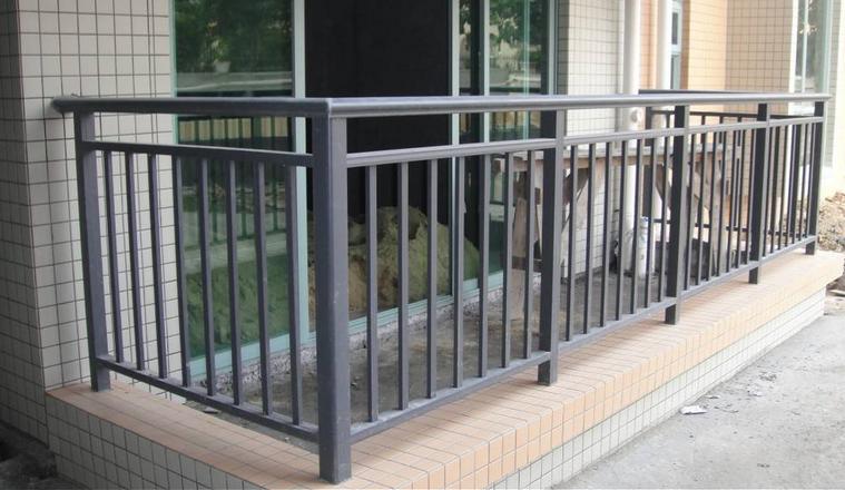 阳台护栏施工