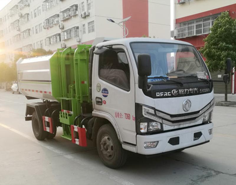 小多利卡自装卸式垃圾车