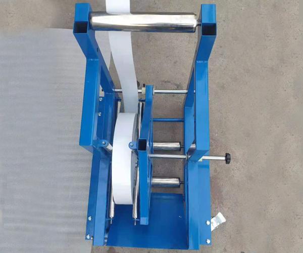 Feeding rack of slotting machine