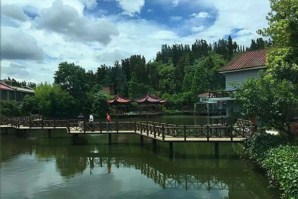 小橋流水人家的休閑山莊