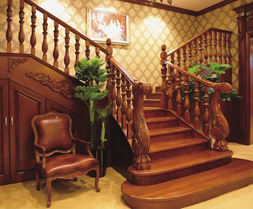 原木楼梯加工