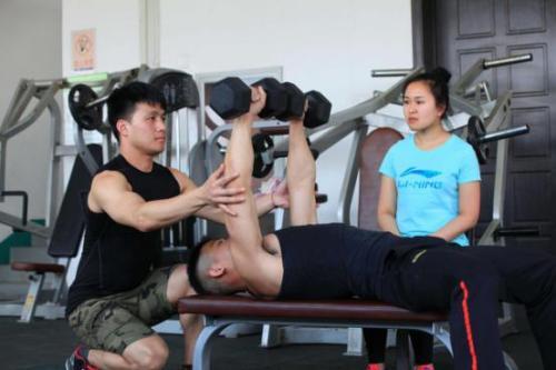 怎么样可以做一名合格健身教练?