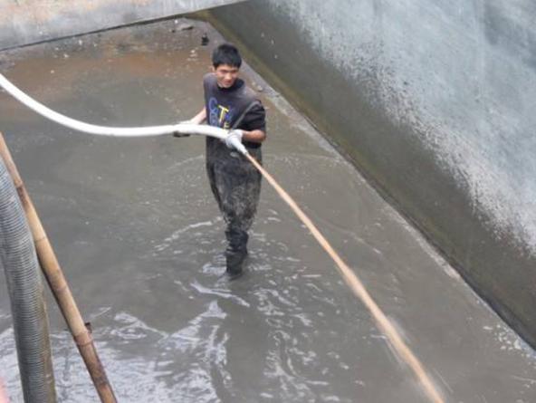 汙水池清算淤泥