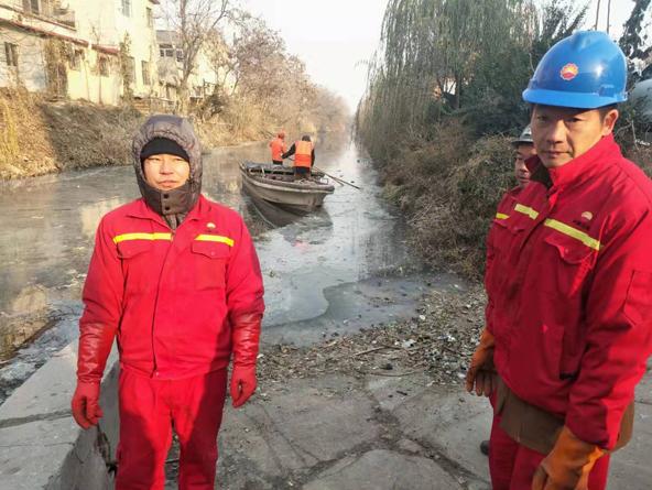 河流清算淤泥