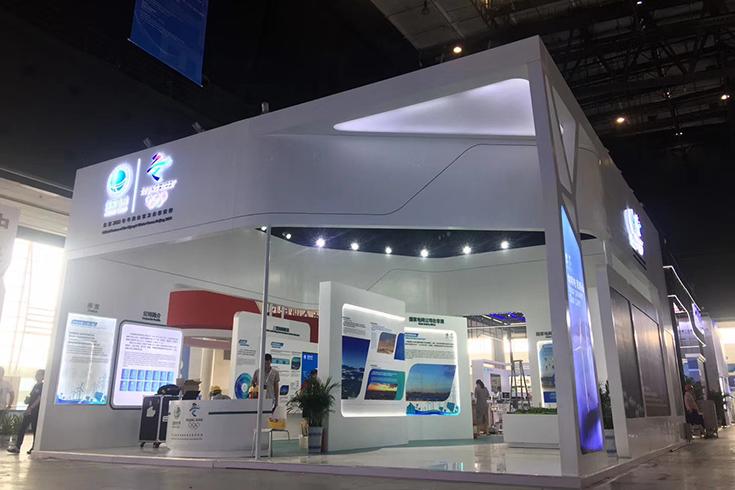 简述湖南展览台搭建玻璃发光地台材料应用