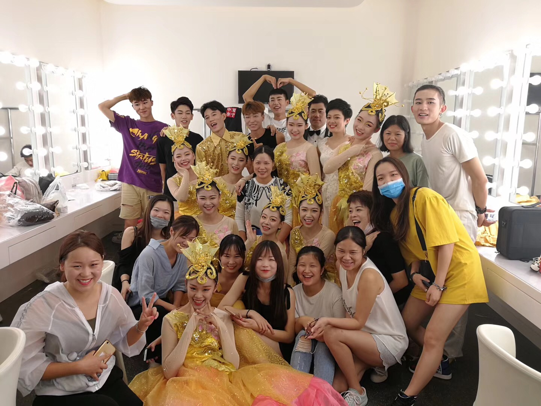 花儿化妆培训学校学员实习实践,中石油文艺汇演