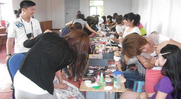 长沙化妆培训学校罗列的关于学习化妆的疑问,小伙伴们快来看看吧