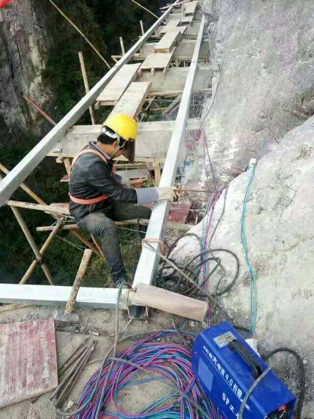 玻璃棧道工程施工