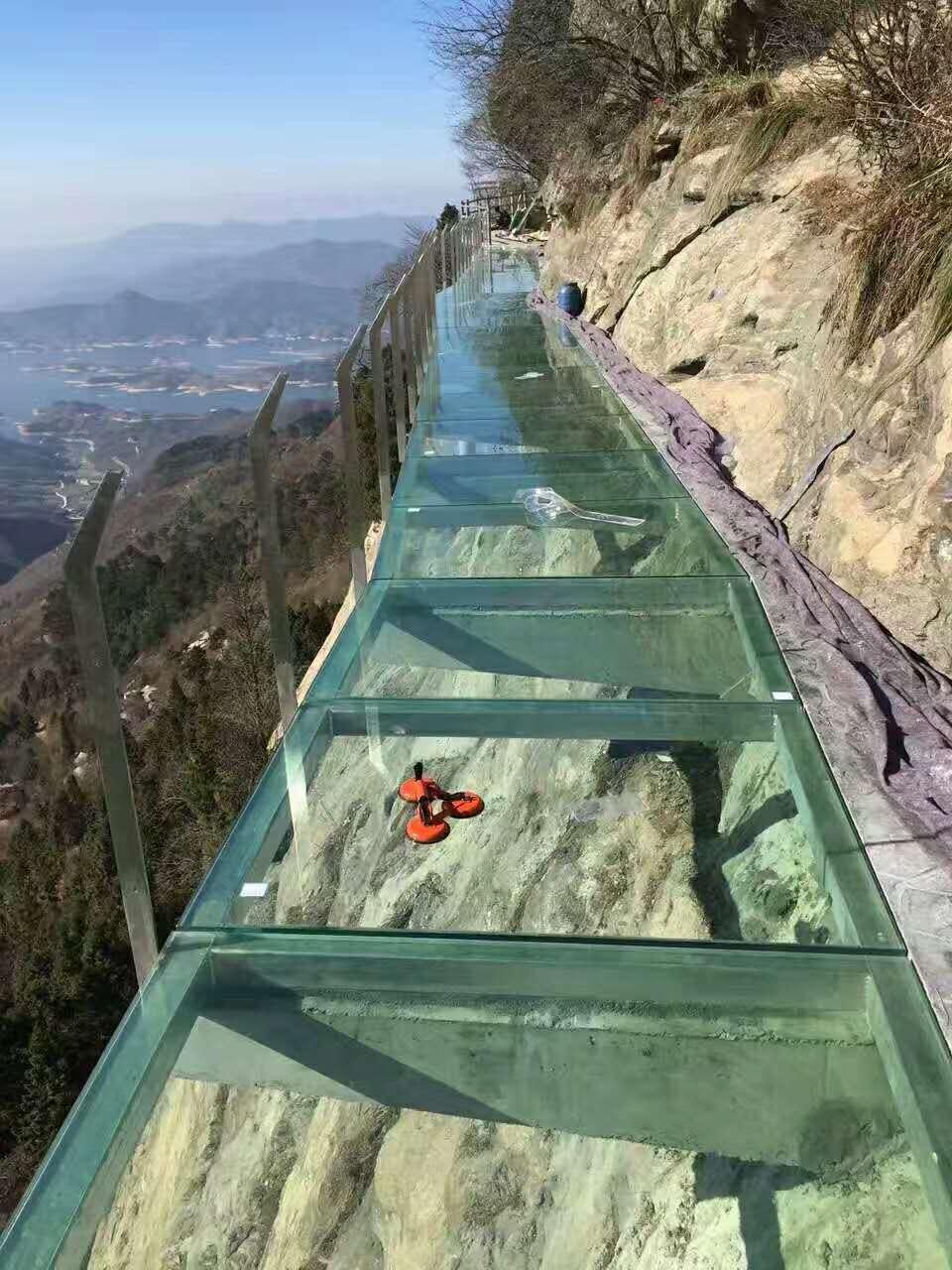 玻璃棧道工程建設