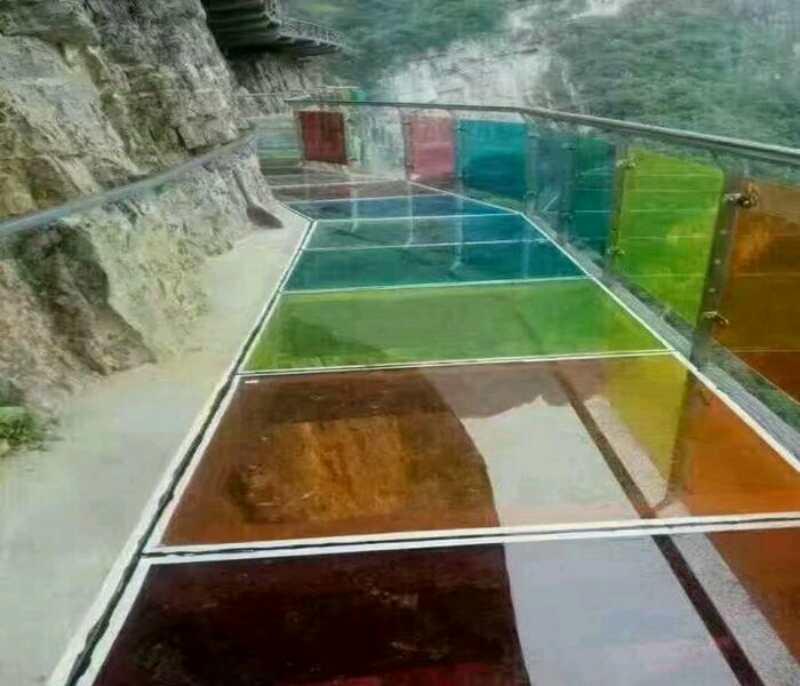 七彩玻璃棧道工程