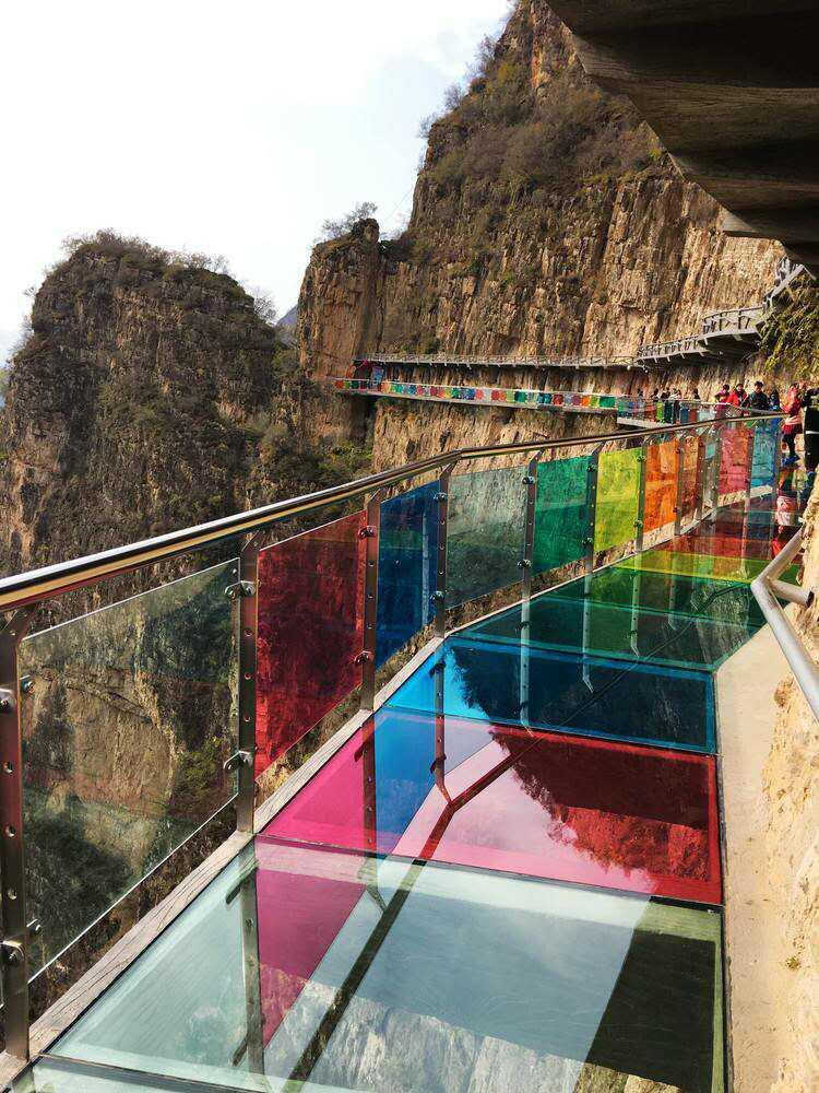 七彩玻璃棧道施工