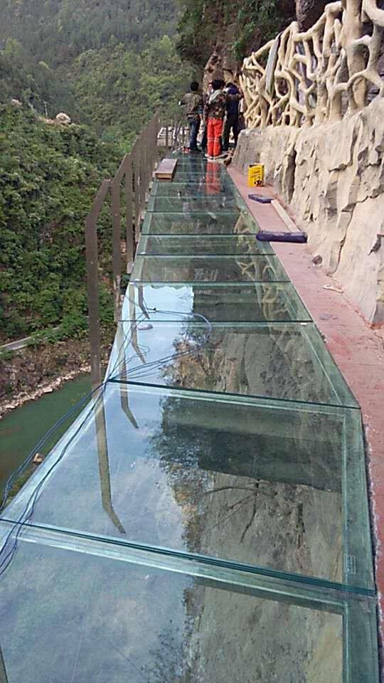 高空玻璃棧道施工