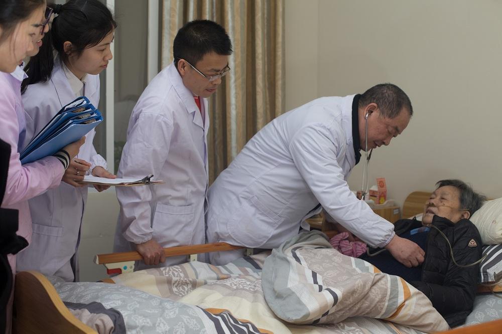 养老院卧床老人需要怎么照顾,有什么要注意的地方?